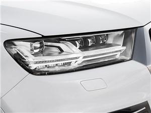 Audi Q7 2015 передняя фара