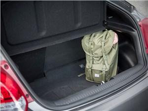 Hyundai Veloster 2016 багажное отделение