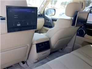 Lexus LX 2016 мониторы для пассажиров