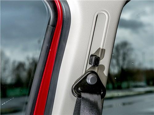 Предпросмотр renault sandero 2013 крепление ремней безопасности
