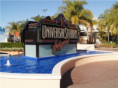 Уже при входе в парк развлечений Universal Studios охватывает предвкушение праздника