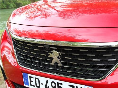 Peugeot 3008 2017 решетка радиатора
