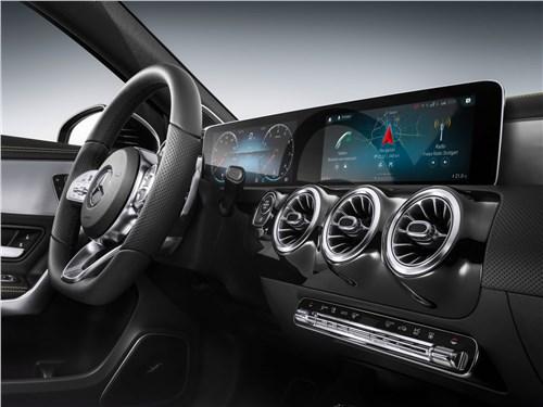 Предпросмотр mercedes-benz a-class 2019 передняя панель
