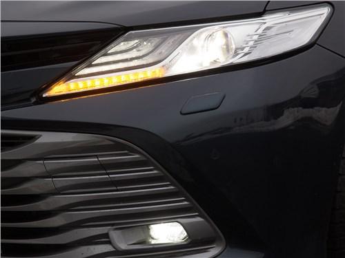 Toyota Camry 2018 передний свет