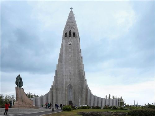 Лютеранскся церковь Хадльгримскиркья в Рейкьявике – четвертое по высоте здание в Исландии