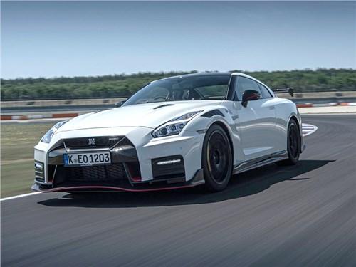 Nissan не собирается отказываться от спорткаров