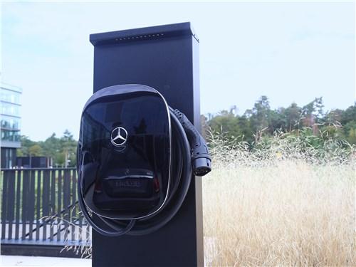Зарядка высоковольтного аккумулятора производится как от станции Wallbox, так и от бытовой розетки