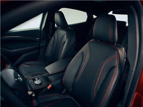 Предпросмотр ford mustang mach-e 2021 передние кресла