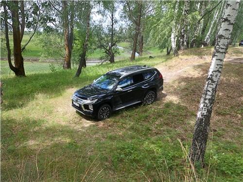 Mitsubishi Pajero Sport (2020) в лесу
