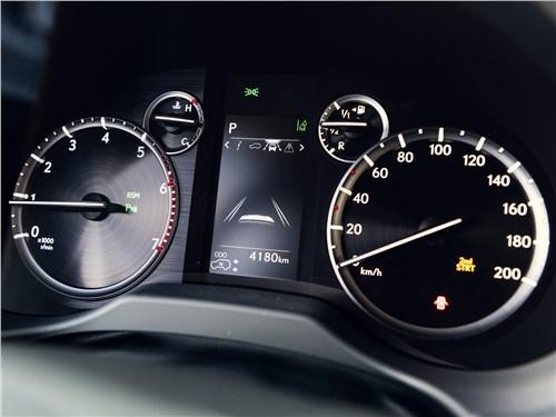 Lexus GX 2020 приборная панель