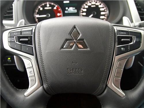 Mitsubishi Pajero Sport 2020 руль