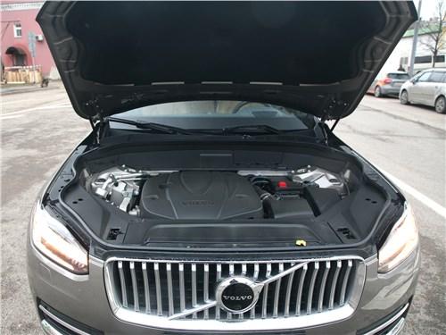 Volvo XC90 2020 моторный отсек