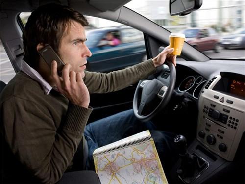 Очень много водителей отвлекаются во время движения