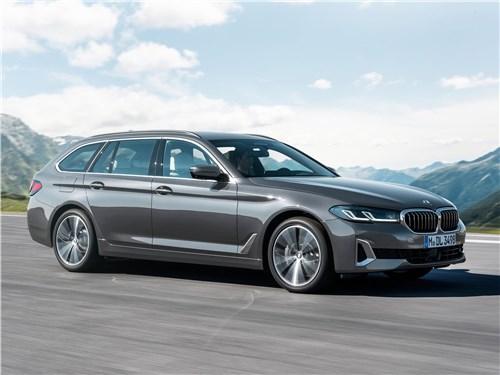 BMW 5-Series Touring 2021 вид спереди