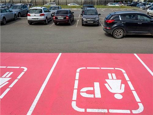 ГИБДД собирается уничтожить первую женскую парковку