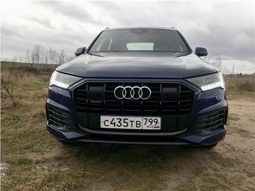 Audi Q7 (2020) вид спереди