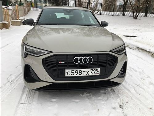 Audi e-tron (2020) вид спереди