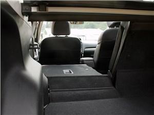 После складывания спинок объем багажника возрастает до 1,5 кубометра. Но пол не выходит идеально ровным