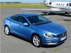 Седан Volvo S60 с двигателем Т5 теперь доступен с полным приводом
