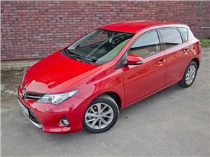 Toyota Auris - toyota auris 2013 вид спереди