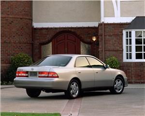 Предпросмотр lexus es300 2001 седан бизнес-класса на базе toyota camry