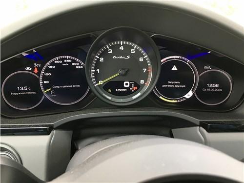 Предпросмотр porsche cayenne turbo s e-hybrid coupe 2020 приборная панель