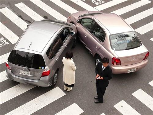 Эксперты считают, что почти 40% аварий происходит при въезде и выезде с парковки