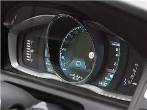 В режиме движения ХС60 напоминает водителю о скоростных ограничениях на маршруте
