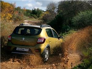 Renault Sandero Stepway 2015 вид сзади