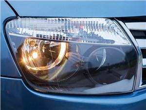 Renault Duster 2013 передняя фара
