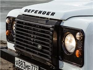 Land Rover Defender 110 2012 передние фары и защита радиатора