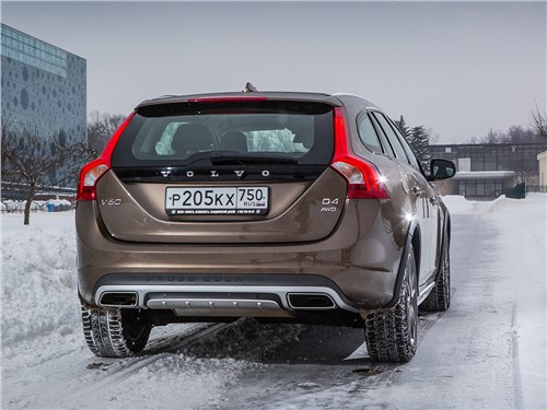 Volvo V60 Cross Country 2015 вид сзади