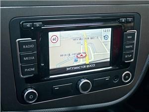 SEAT Leon FR 2012 навигация