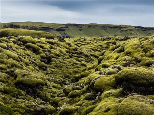 Следы вулканической деятельности встречаются на острове повсюду