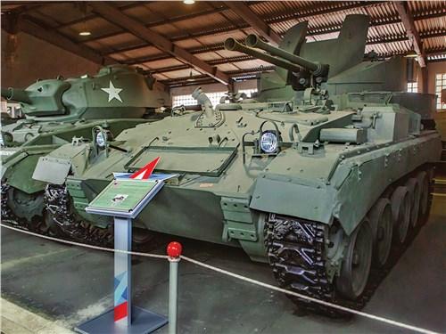 Среди экспонатов в Кубинке – танки, бронемашины, самоходки, зенитки. Есть на что посмотреть!
