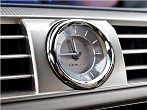 Lexus LS 600h F Sport 2012 часы
