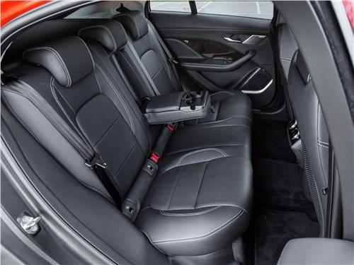 Jaguar I-Pace 2019 задний диван