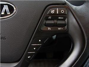 Предпросмотр kia cee'd 2012 хэтчбек кнопки на рулевом колесе справа