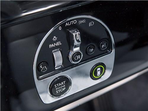 Rolls-Royce Phantom 2018 кнопка запуска двигателя