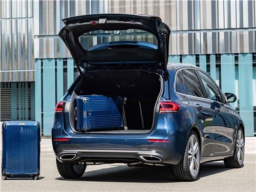 Предпросмотр mercedes-benz b-class 2019 с открытым багажником