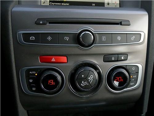 Citroen C4 2016 центральная консоль