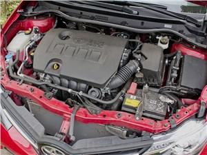 Toyota Auris 2013 двигатель