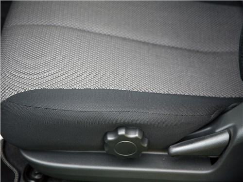 Mitsubishi L200 2020 водительское кресло