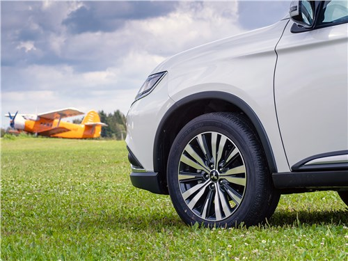 Mitsubishi Outlander 2018 переднее колесо