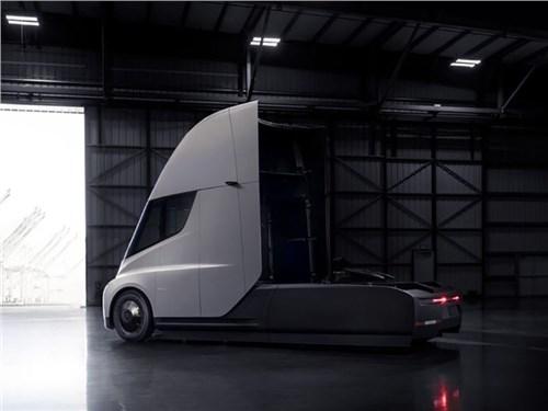 Tesla хочет выпускать по 100 тысяч грузовиков в год