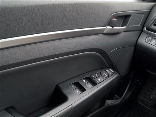 Hyundai Elantra 2019 отделка двери