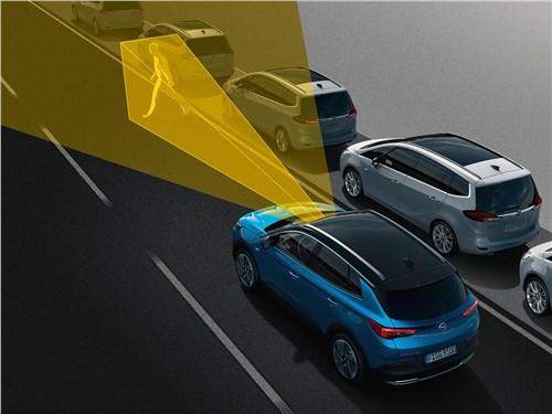 Opel Grandland X 2018 функция обнаружения пешеходов