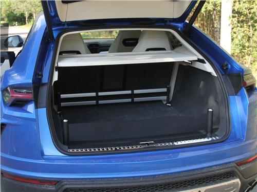 Lamborghini Urus (2019) багажное отделение