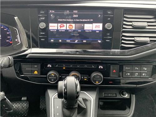 Volkswagen Multivan (2019) центральная консоль