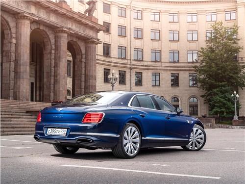 Bentley Flying Spur (2020) вид сзади
